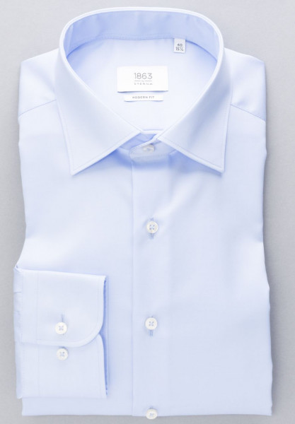 Chemise Eterna MODERN FIT TWILL bleu clair avec col Classic Kent en coupe moderne